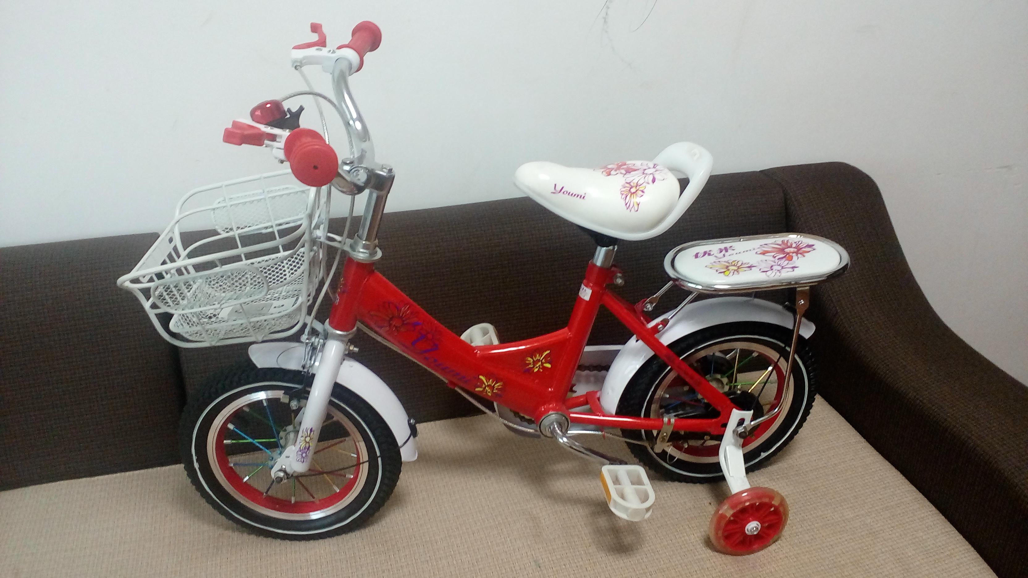 Xe đạp trẻ em cho bé 2, 3, 4, tuổi Youmi màu đỏ giá rẻ vành gió nhìn bên trái